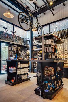 Uma loja de bicicletas, em Xangai, totalmente repaginada pelo estúdio de interiores, o LINEHOUSE. 4ED. revista. projetos. interiores.