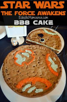 Star Wars: The Force Awakens BB8 Cookie   The perfect addition to any young padawan's party.  #StarWars #TheForceAwakens