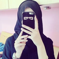 Selfie with the Mashallah Arts niqab phone case!