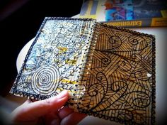 cuaderno de viajes, 100 % reciclaje el fondo es decopauge de páginas amarillas, los remates cosidos a manos, y el dibujo esta realizado a mano sin boceto previo