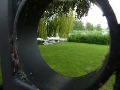 Een zomers kijkje door een ... #gat. Broek in Waterland #35dagen #anderskijken #Dag26 #synchroonkijken26