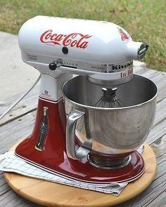 Retro Coca Cola KitchenAid Kitchen Mixer A Soda Foutain Ice Cream Parlor Must Vintage Coca Cola, Coca Cola Ad, Always Coca Cola, World Of Coca Cola, Coca Cola Kitchen, Kitchen Retro, Red Kitchen, Vintage Kitchen, Kitchen Ideas