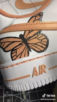 Cute Nike Shoes, Nike Air Shoes, Custom Painted Shoes, Custom Shoes, Diy Fashion, Ideias Fashion, Do It Yourself Fashion, Aesthetic Shoes, Painted Clothes