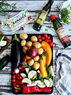 Välimeren kana-kasvispelti Feta, Cucumber, Deserts, Food And Drink, Recipes, Drinks, Drinking, Beverages, Postres