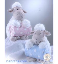 Peluche de oveja con mantita, en nanetes.com