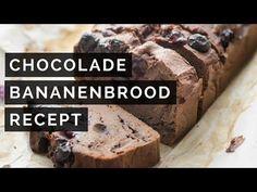 Rijpe bananen in huis? Maak er dit heerlijke chocolade-bananenbrood met blauwe bessen mee! Glutenvrij, lactosevrij en zonder geraffineerde suikers.