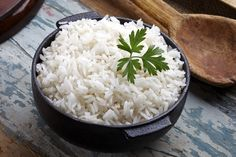 How to Make White Rice Like a Chinese Restaurant - Eat - Rice Recipes White Rice Recipes, Rice Recipes For Dinner, Chinese White Rice Recipe, Risotto Simple, Paella, Perfect White Rice, Rice In The Microwave, Canada Food Guide, Suppers