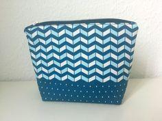 Geometrie Kosmetiktasche in Blau + Weiß - ein Designerstück von swainn auf http://de.dawanda.com/product/83692547-geometrie-kosmetiktasche-in-blau-weiss