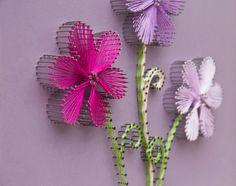 String-Kunstblumen  Drei kleine Blumen  Wandbehang
