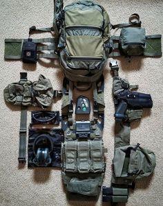 15 items for the ultimate bug out bag list. Tactical Survival, Survival Gear, Bushcraft Gear, Survival Stuff, Survival Equipment, Survival Guide, Plate Carrier Setup, Airsoft Girls, Battle Belt