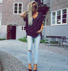 Striped T Shirt + Light Wash Skinny Jeans + Pointed Shoes #Casual