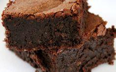 La torta Barozzi o torta tenerina E' un prodotto tipico della zona di Vignola. Brownie Recipes, Cake Recipes, Dessert Recipes, Chocolates, Torte Cake, Italian Desserts, Bakery Cakes, Foods With Gluten, Sweet Cakes