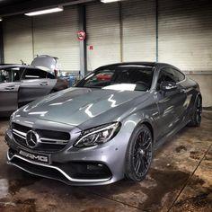 Mercedes-Benz C 63 AMG coupé (Instagram @chrissagramola)