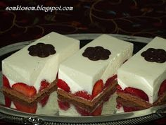 Strawberry unbaked cakes with white chocolate Czech Desserts, No Bake Desserts, Dessert Recipes, No Bake Cookies, No Bake Cake, Czech Recipes, Strawberry Cakes, Strawberry Mousse, Dessert Bars