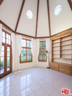 915 N Beverly Dr, Beverly Hills Property Listing: MLS® #17251496 http://www.nookrealestate.com/listing/17251496-915-n-beverly-dr-beverly-hills-ca-90210/ | Nook Real Estate | Search with Style | Nook Neighborhood