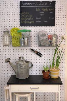 Tableros perforados para organizar el hogar