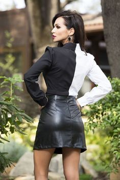 Look over there,.there's a girl in a nice leather skirt,.now let's her walk straight. Sexy Outfits, Casual Fall Outfits, Fashion Outfits, Womens Fashion, Fashion Hair, Petite Fashion, 70s Fashion, Curvy Fashion, Work Outfits
