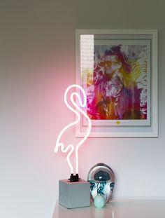 Luksuriøs stue med varme farger og eksklusive detaljer Neon Signs, Hem, Lady, Golf, Design, Turtleneck
