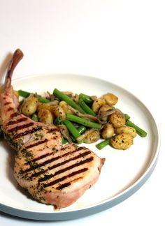 Gegrilde Pork Steak met gnocchi, tapenade & sperziebonen. Je eet je vingers er bij op zo lekker! Ook heel goed te bereiden op de bbq! :D