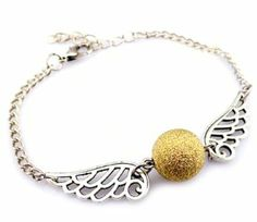 Vintage Harry Potter Golden Snitch Bracelet- want it so bad. Harry Potter Jewelry, Harry Potter Outfits, Harry Potter Love, Geek Chic Fashion, Welcome To Hogwarts, Princess Beauty, Womens Glasses, Geek Out, Jewelery