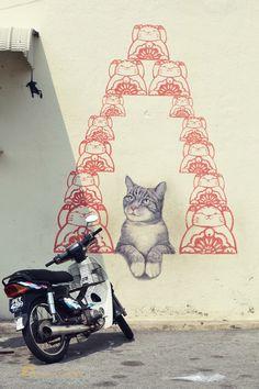 Toi, t'es fait comme un rat... ! / Cat versus rat... / Street art. / Georgetown. / Penang. / Photo by Lindsey Rose.