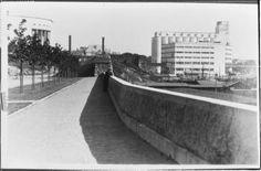 vuonna 1932 valmistunut SOK:n mylly ja leipomo Viipurin eteläsatamassa, vasemmalla taidemuseo