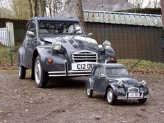 citroen ladies - Marine And Land Vehicles Retro Cars, Vintage Cars, Antique Cars, Psa Peugeot Citroen, Citroen Traction, 2cv6, Miniature Cars, Classy Cars, Pedal Cars