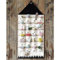 HUS julekalender med geometrisk mønster i natur og sort fra ferm LIVING.