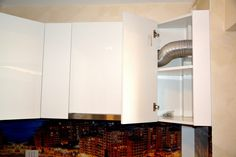 Mobila de Bucatarie din MDF Vopsit Ral 9003 Alb Lucios cu interior MDF Dulap Suspendat cu usa la 45 Grade Kitchen Cabinets, Interior, Home Decor, Restaining Kitchen Cabinets, Indoor, Homemade Home Decor, Kitchen Base Cabinets, Design Interiors, Interior Design