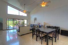 Sala y Comedor - Villa en venta en Acapulco, junto al Fairmont Acapulco Princess - Más información aquí: http://pueblaresidencial.com/listing/villa-2-niveles-acapulco-casas-en-venta-en-acapulco/
