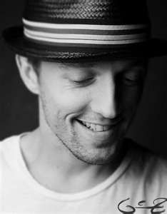 Jason Mraz, like to see you again in concert. I love the way he performs and writes music!