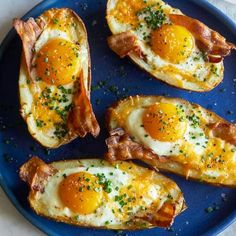 A recipe for Twice Baked Breakfast Potatoes with cheese and eggs. - EN # breakfast potatoes Twice Baked Breakfast Potatoes Brunch Recipes, Breakfast Recipes, Breakfast Ideas, Bacon Breakfast, Spoon Fork Bacon, Eat Better, Twice Baked Potatoes, Cheese Potatoes, Cooking Recipes