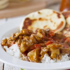 This Curried Coconut Chicken is an easy chicken curry made with tomatoes and coconut milk. Coconut Curry Chicken, Easy Chicken Curry, Easy Naan Recipe, Beef Burrito Recipe, Yummy Chicken Recipes, Easy Recipes, Healthy Recipes, Creamy Chicken Tortilla Soup, Best Homemade Pizza