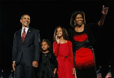 Malia Obama, Michelle E Barack Obama, Barack Obama 2008, Barack Obama Family, Michelle Obama Fashion, Barrack Obama, Obama Photos, Malia And Sasha, First Daughter