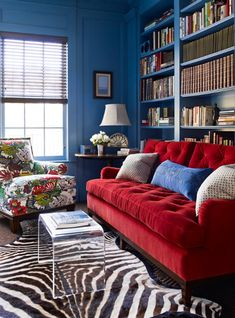 Living Room with Red Couch Pictures. 20 Living Room with Red Couch Pictures. Red sofa S Design Ideas Remodel and Decor Lonny Red Couch Living Room, Blue Living Room Decor, Colourful Living Room, Eclectic Living Room, Living Room Colors, Red Room Decor, Eclectic Decor, Living Rooms, Living Room Images