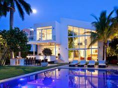 Casa de arquitectura contemporánea http://www.arquitexs.com/2014/10/casa-moderna-golden-beach-drive-florida.html