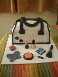 Bizcocho en forma de cartera para una chica muy fashion. purse cake.