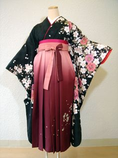 hakama I don't really plan to wear blossoms, but I really like the bi-colored ties for the hakama here.
