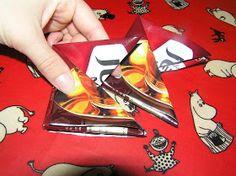 Nipsutin hirsitalossa: Pannunalunen kaffepusseista Playing Cards, Diy, Do It Yourself, Bricolage, Handyman Projects, Cards, Diys, Crafting