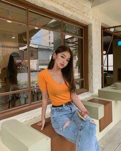 Image may contain: one or more people and people standing Pretty Korean Girls, Cute Korean Girl, Asian Girl, Ulzzang Fashion, Korean Fashion, Girls White Shirt, Selfies, Girl Korea, Normal Girl