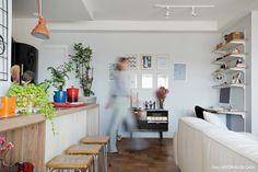 02-decoracao-apartamento-sala-cozinha-integrada-bancada-madeira