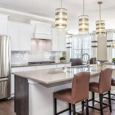 Verified It's (dinner) party time! 🎉 Our Entertainer kitchen is designed to encourage gatherings of all kinds. Pulte Homes, Kitchen Designs, Home Kitchens, Party Time, Beautiful Places, New Homes, Entertaining, Dinner, Board