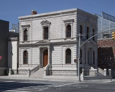 The 1872 Coignet Stone Company Building sat vacant in Gowanus for decades after it was abandoned in the by the. New York Landmarks, New York Buildings, Old Buildings, Architecture Graphics, City Architecture, Monuments, Brooklyn New York, Architectural Digest, Cladding