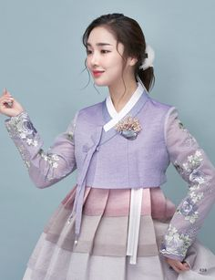 Korean Fashion On The Streets Of Paris Korean Fashion Summer Casual, Korean Fashion Kpop, Korean Fashion Trends, Korean Outfits, Asian Fashion, Korean Traditional Dress, Traditional Fashion, Traditional Dresses, Hanbok Wedding