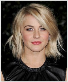 she has used a curling wand with a large barrel of 1.5 to 2 inches. If you want to copy this style, take large sections of your hair and add loose kinky waves randomly around the head by wrapping the section only one and a half times around the barrel. Make sure to wave the middle sections only