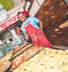 Ach, Sie dachten, bei Pizza & Gusto gehen Sie einfach rein und bestellen sich 'ne olle Pizza? Vergessen Sie's am besten gleich wieder – denn hier kriegen Sie genau das, was Sie verdienen: eine Pizza wie für Sie gemacht! Pizza, Bread, Food, Left Out, Simple, Eten, Bakeries, Meals, Breads