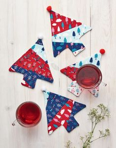 Stitch your own patchwork tree coasters with the help of these free templates from They're the perfect accompaniment for your Christmas table and can be brought out year after year. Christmas Crafts, Christmas Ornaments, Christmas Ideas, Merry Christmas, Homemade Gifts, Diy Gifts, Fabric Crafts, Paper Crafts, Festival Decorations