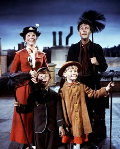 Still of Julie Andrews, Dick Van Dyke, Karen Dotrice and Matthew Garber in Mary Poppins Mary Poppins 1964, Mary Poppins Movie, Julie Andrews, Michael Myers, Old Movies, Great Movies, Astrid Lingren, Karen Dotrice, Matthew Garber