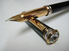 Grand Black and Gold Art Deco Fountain Pen Z582.  Magnificent black body with subtle gold tempering offset