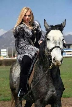 fur fashion directory is a online fur fashion magazine with links and resources related to furs and fashion. furfashionguide is the largest fur fashion directory online, with links to fur fashion shop stores, fur coat market and fur jacket sale. Fox Fur Coat, Fur Coats, Horse Anatomy, Snow Bunnies, Book Girl, Equestrian Style, Fur Fashion, Lady, Faux Fur